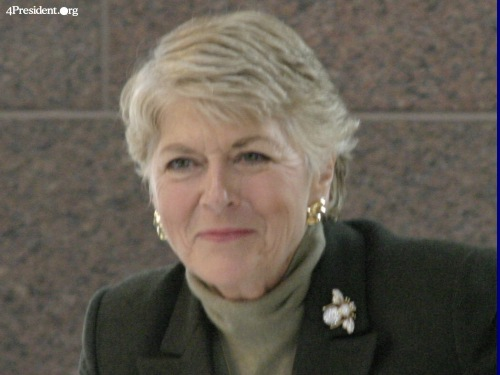 geraldine ferraro Boston (ap) — geraldine ferraro, who in 1984 became the first woman to run for vice president on a major party ticket, only to lose in a landslide, died saturday.